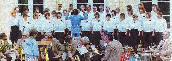 Der Uckermärkische Konzertchor 1990 beim Sängerfest in Neustrelitz (Foto: Gunter Vogel)