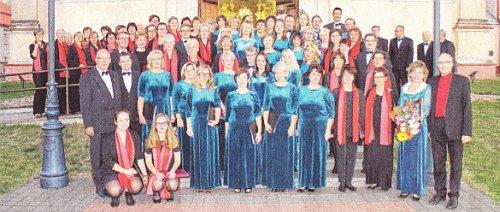 """Uckermärkischer Konzertchor und Chor """"Harmonija"""" aus Varena im Jahr 2015 in Litauen (Foto: Archiv Jürgen Bischof)"""